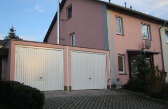Fassaden-Sanierung eines Einfamilienhauses mit Doppelgarage