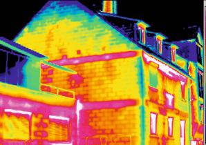 Haus mit Wärmebildkamera aufgenommen